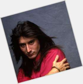 "<a href=""/hot-men/steve-perry/is-he-still-singing-back-journey-native-american"">Steve Perry</a> Average body,  black hair & hairstyles"
