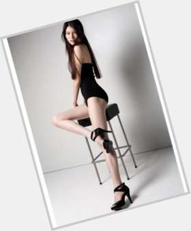 "<a href=""/hot-women/sui-he/is-she-mixed-chinese-are-shumai-healthy-char"">Sui He</a> Slim body,  black hair & hairstyles"
