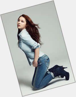 "<a href=""/hot-women/sulli/is-she-dating-choiza-rude-and-minho-sullivan"">Sulli</a> Slim body,  dark brown hair & hairstyles"