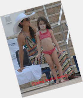 "<a href=""/hot-women/suri-cruise/is-she-brat-spoiled-adopted-toms-daughter-oblivion"">Suri Cruise</a> Slim body,  dark brown hair & hairstyles"