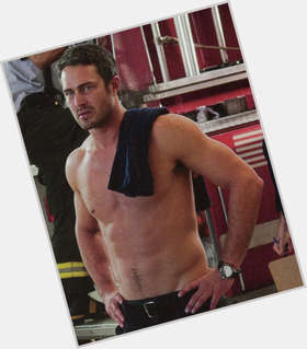"<a href=""/hot-men/taylor-kinney/is-he-leaving-chicago-fire-married-single-still"">Taylor Kinney</a> Athletic body,  dark brown hair & hairstyles"