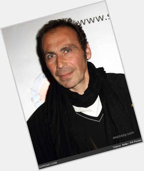 "<a href=""/hot-men/taylor-negron/is-he-bi-2014"">Taylor Negron</a> Average body,  dark brown hair & hairstyles"