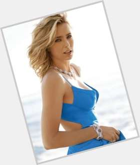 Tea Leoni dyed blonde hair & hairstyles Athletic body,
