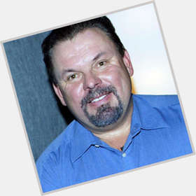 "<a href=""/hot-men/thomas-kinkade/is-he-gay-still-living-good-artist-alive"">Thomas Kinkade</a> Average body,  dark brown hair & hairstyles"