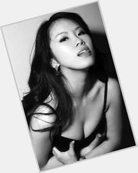 "<a href=""/hot-women/tinglan-hong/is-she-tall-hugh-grant-dating-ugly-wie"">Tinglan Hong</a> Slim body,  dark brown hair & hairstyles"