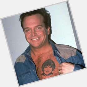 "<a href=""/hot-men/tom-arnold/is-he-drugs-still-alive-married-roseanne-sober"">Tom Arnold</a>  dark brown hair & hairstyles"