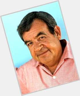 "<a href=""/hot-men/tom-bosley/is-he-still-alive-or-living-back-plan"">Tom Bosley</a> Average body,  grey hair & hairstyles"
