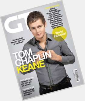 "<a href=""/hot-men/tom-chaplin/is-he-married-atheist-single-left-handed-tenor"">Tom Chaplin</a> Average body,  light brown hair & hairstyles"