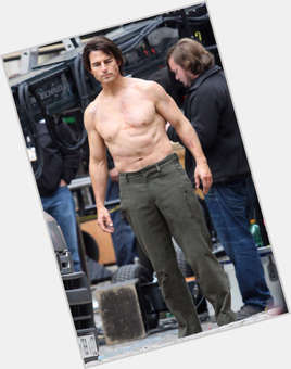 Tom Cruise dark brown hair & hairstyles Athletic body,