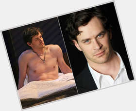 "<a href=""/hot-men/tom-everett-scott/is-he-married-related-campbell-hanks-still-southland"">Tom Everett Scott</a> Slim body,  dark brown hair & hairstyles"