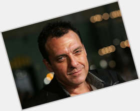"<a href=""/hot-men/tom-sizemore/is-he-sober-black-today-still-monroe-alive"">Tom Sizemore</a> Average body,  dark brown hair & hairstyles"