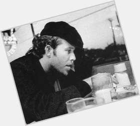 "<a href=""/hot-men/tom-waits/is-he-christian-doctor-alcoholic-sons-anarchy-drugs"">Tom Waits</a> Average body,  light brown hair & hairstyles"