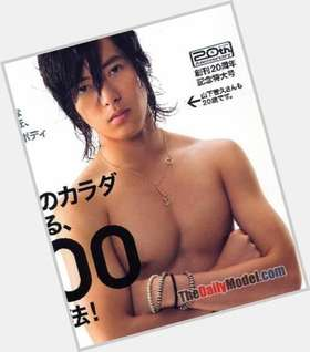 "<a href=""/hot-men/tomohisa-yamashita/is-he-married-gay-left-handed-why-called"">Tomohisa Yamashita</a> Average body,  light brown hair & hairstyles"