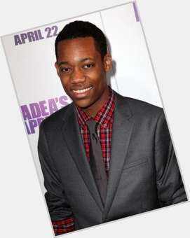 "<a href=""/hot-men/tyler-james-williams/is-he-brother-instant-mom-related-tylen-jacob"">Tyler James Williams</a> Average body,  dark brown hair & hairstyles"