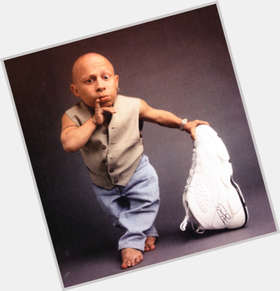 "<a href=""/hot-men/verne-troyer/is-he-married-still-alive-harry-potter-mirror"">Verne Troyer</a> Average body,  bald hair & hairstyles"