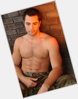 "<a href=""/hot-men/victor-webster/is-he-married-single-dating-castle-rachel-nichols"">Victor Webster</a> Athletic body,  dark brown hair & hairstyles"