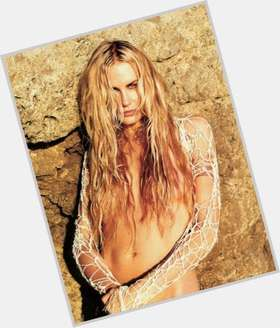 "<a href=""/hot-women/virginia-hey/is-she-married-tall"">Virginia Hey</a> Slim body,  blonde hair & hairstyles"