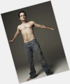 "<a href=""/hot-men/wagner-moura/is-he-tall"">Wagner Moura</a> Slim body,  dark brown hair & hairstyles"