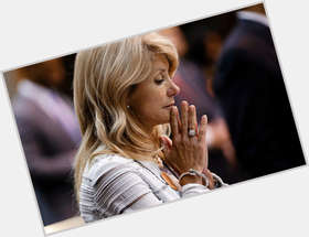 "<a href=""/hot-women/wendy-davis/is-she-married-pro-life-democrat-choice-or"">Wendy Davis</a> Average body,  black hair & hairstyles"