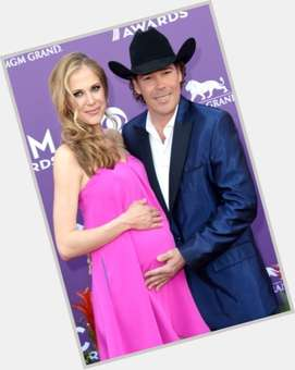 "<a href=""/hot-men/clay-walker/is-he-married-still-alive-hispanic-sick-related"">Clay Walker</a> Average body,  dark brown hair & hairstyles"