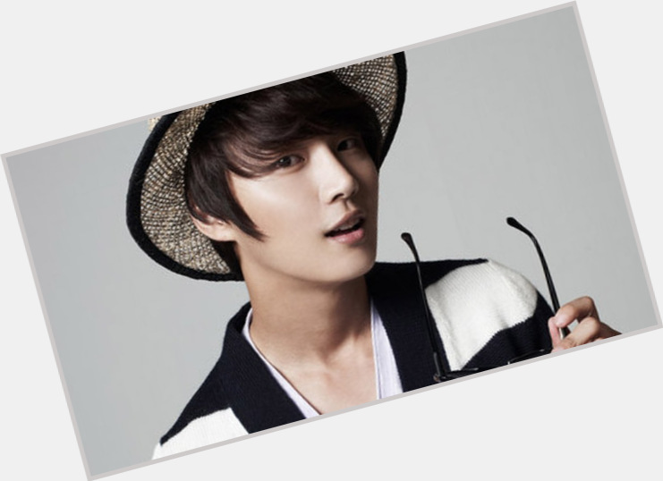 yoon shi young dating Watching descendants of the sun episode 3 general yoon had decided to eat with him back in the days and once everyone she wanted dae young to inform shi.